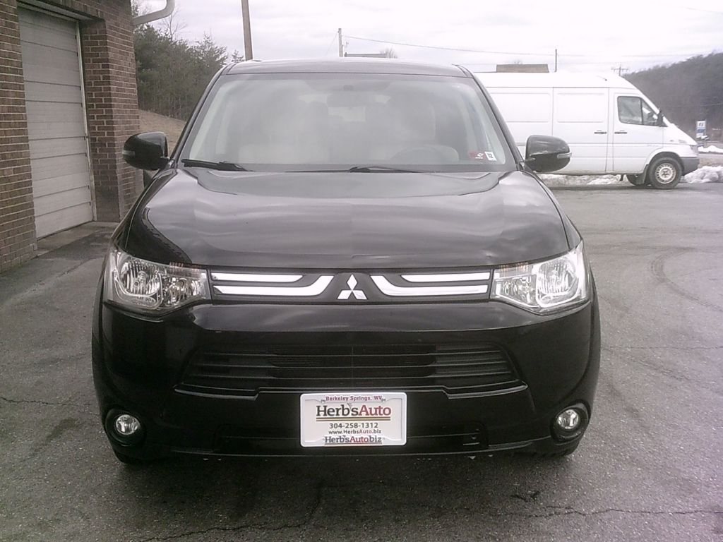 2014, MITSUBISHI  ALL WHEEL DRIVE OUTLANDER SE Images